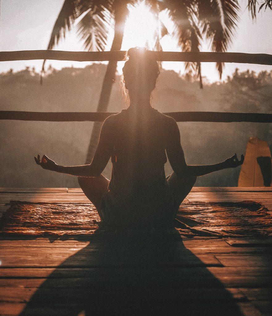 Eine Frau die Yoga macht
